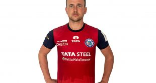 Jamshedpur FC VIDEO: Greg Stewart is vibing with the red & blue combo on him!